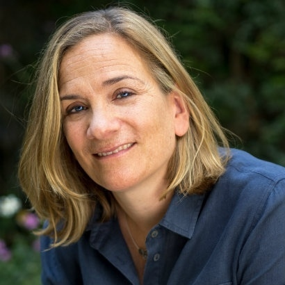 Image of Tracy Chevalier in a blue shirt sat in a garden