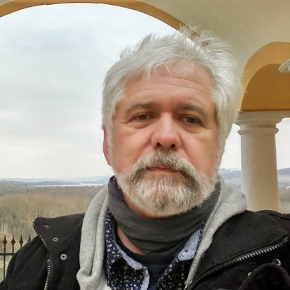 Image of Dragan Todorovic in a pillared porch with a backdrop of countryside