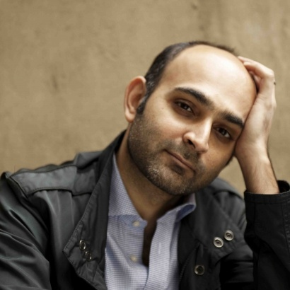 Photo of Lahore author Mohsin Hamid leaning his head on his hand