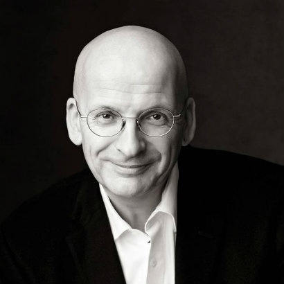 Head shot of Roddy Doyle