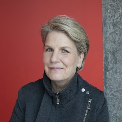 Headshot of comdian and broadcaster Sandi Toksvig